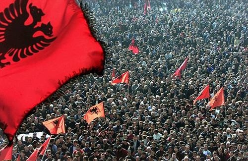 Shkupi ri-zgjoi diasporën shqiptare