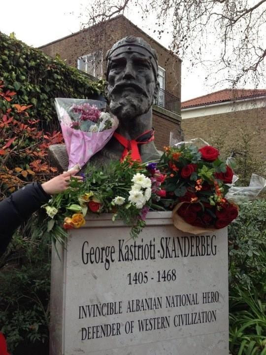 Në Hartën Publike të Londrës vendoset Busti i Skënderbeut,Ministria e Kulturës e Shqipërisë i djeg dosjen